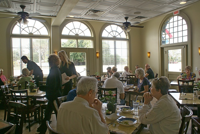 Café Evergreen dining room.