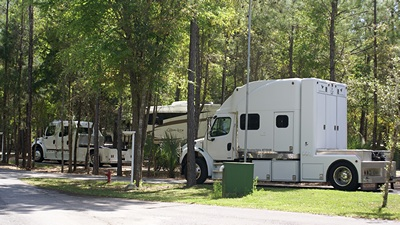 Carriage Travel Club members.  How to tow a 5th wheel RV in style!