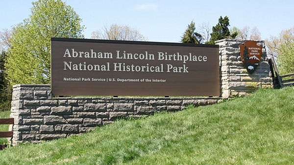 Entrance sign to the ALBNHP in Hodgenville, Kentucky.