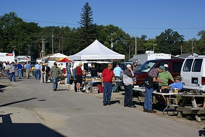 Outside vendors (trunk sales) at the Findaly ARC Hamfest in Findlay, OH.