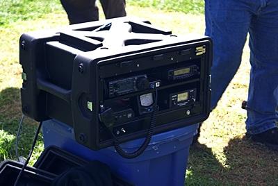 A very classy portable ham radio station (go box).