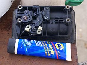 Prevost H3-40 keyed, non-electric, door lock mechanism.