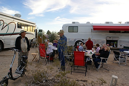 BCM publisher Gary Hatt (L) at the Eagles International bus rally at the Quartzsite Market Place drycamp area.