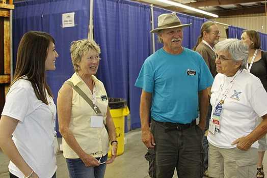 L-w-R:  Melanie Carr, Marianne Edwards and Randy Sturrock ( of Boondockers Welcome), and Linda.