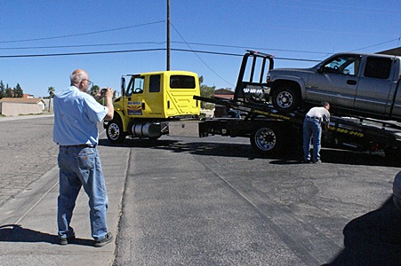 Lou photographs their pickup truck being loaded onto the flatbed hauler at the Circle K in Florence, AZ.