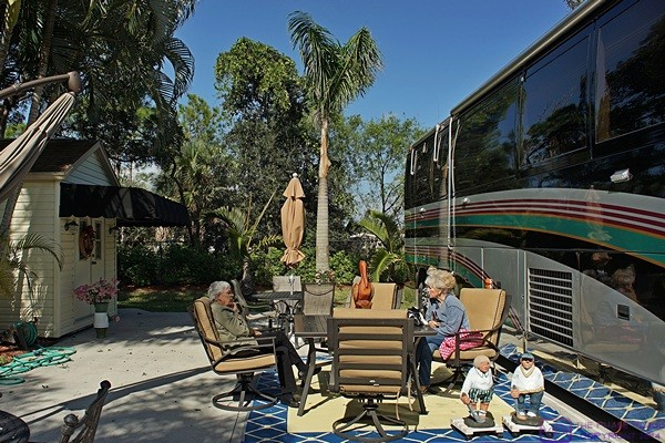 Barb and Chuck's site and coach at Pelican Lake, Naples, FL.